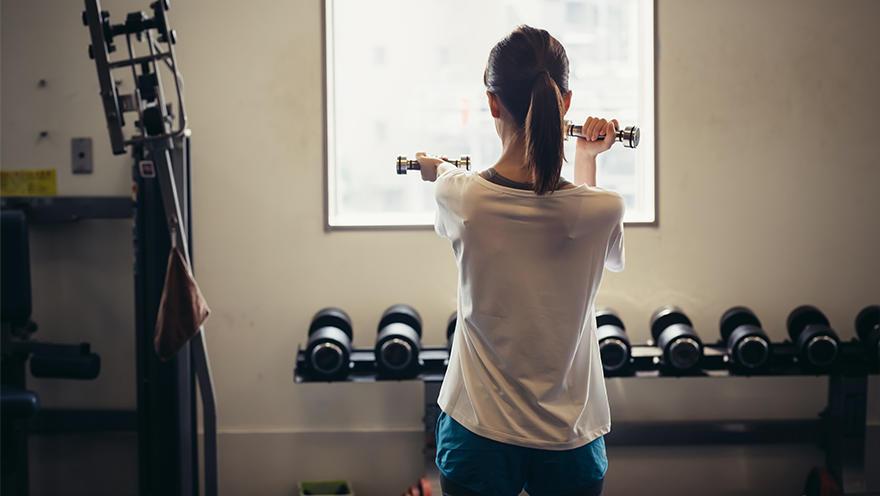 低炭水化物食で運動による代謝改善効果が減弱する可能性 健常女性での検討