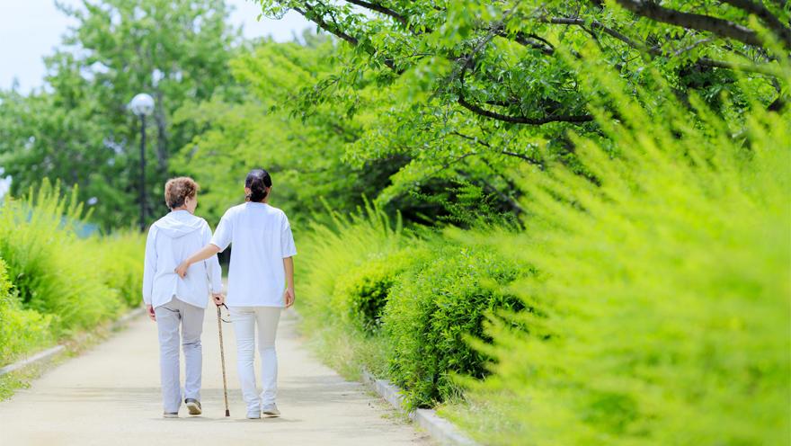 個人の居住地域や資産状況も、栄養状態やフレイルリスクと関連する