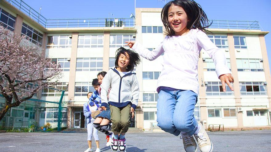 成人期の骨粗鬆症を防ぐためには小児期の運動・栄養介入が効果的である可能性