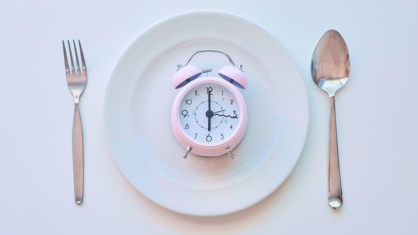 ラマダンや時間制限食の運動パフォーマンスへの影響を文献レビューで読み解く