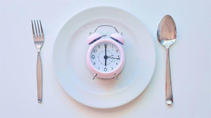 時間制限食による減量効果は、摂取量・栄養素組成が同じなら時間制限がない場合と同じ