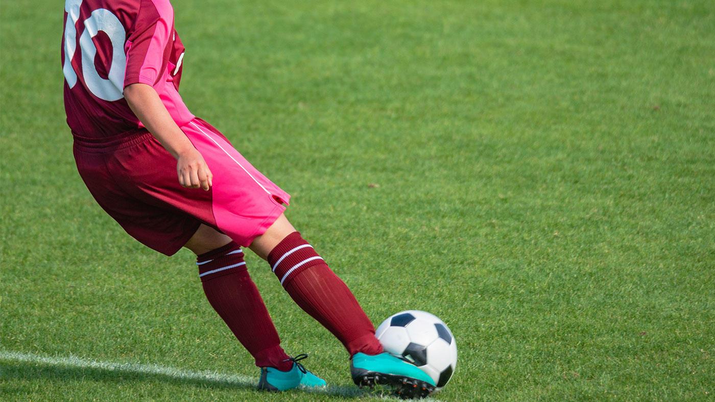 低GI栄養スポーツバーの摂取で、サッカー特有のスキルが向上するか?カナダの研究