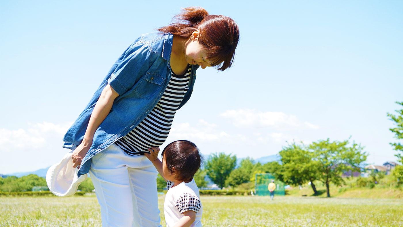 妊娠中の母親の魚摂取量が、出生後の子どもの微細運動などに関連