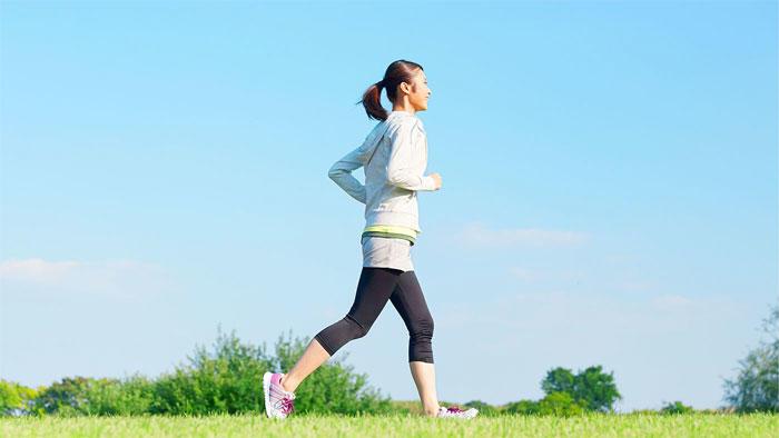 週に150分の運動が片頭痛の引き金を抑制する可能性 米国神経学会での報告