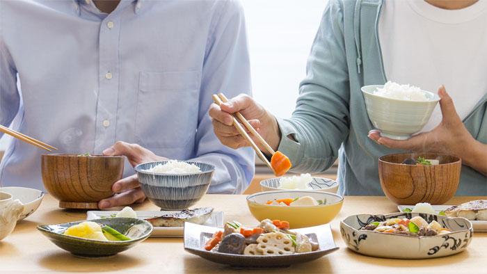 コロナパンデミックで食生活が健康になった人と不健康になった人の違いは何? 国内6千人の調査
