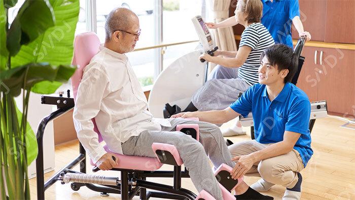 筋トレ後の必須アミノ酸+茶カテキン摂取で、高齢者の骨格筋量指数とバランス力が上昇 徳島大