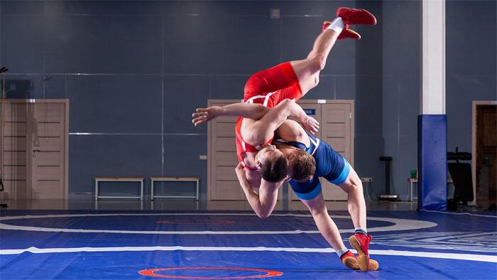 6%の急速減量後、炭水化物7.1g/kg摂取しても一晩では回復不完全 国内男子学生レスリング選手で検討