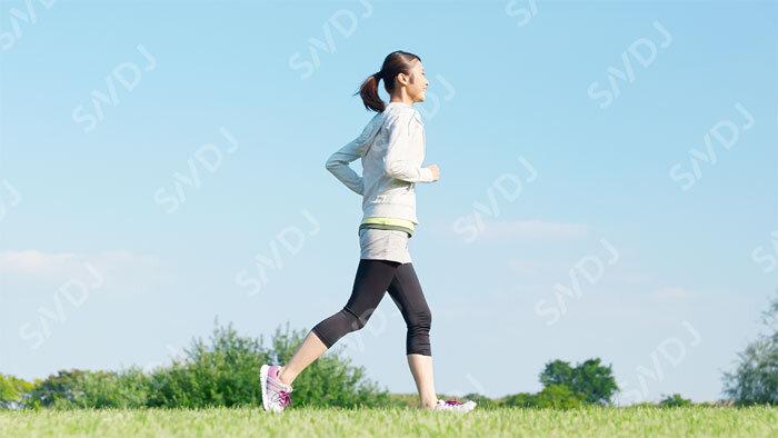 スポーツ習慣のある女性の大半が、カルシウムとビタミンD摂取不足