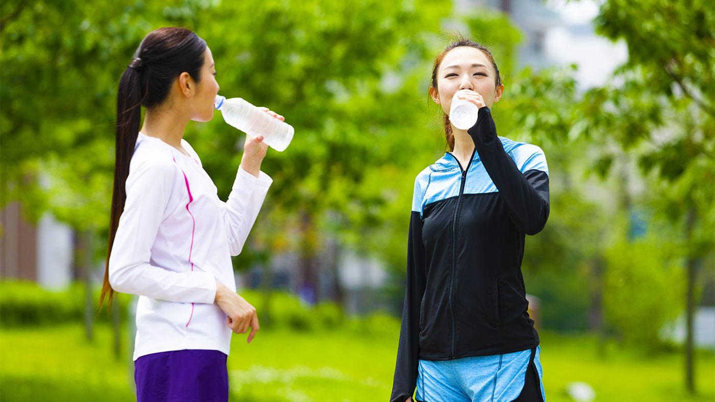 運動関連低ナトリウム血症(EAH)のリスクと予防に関するナラティブレビュー